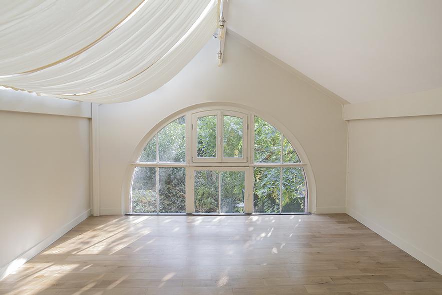 vue du studio de yoga Cmonyoga, Paris 15, espace lumineux, végétation